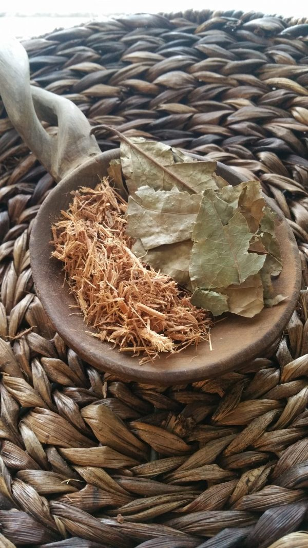 Chaliponga leaves and shredded caapi